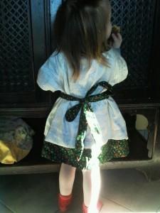 Milana-Robe-noel-2011-dos-225x300 dans COuture Enfants